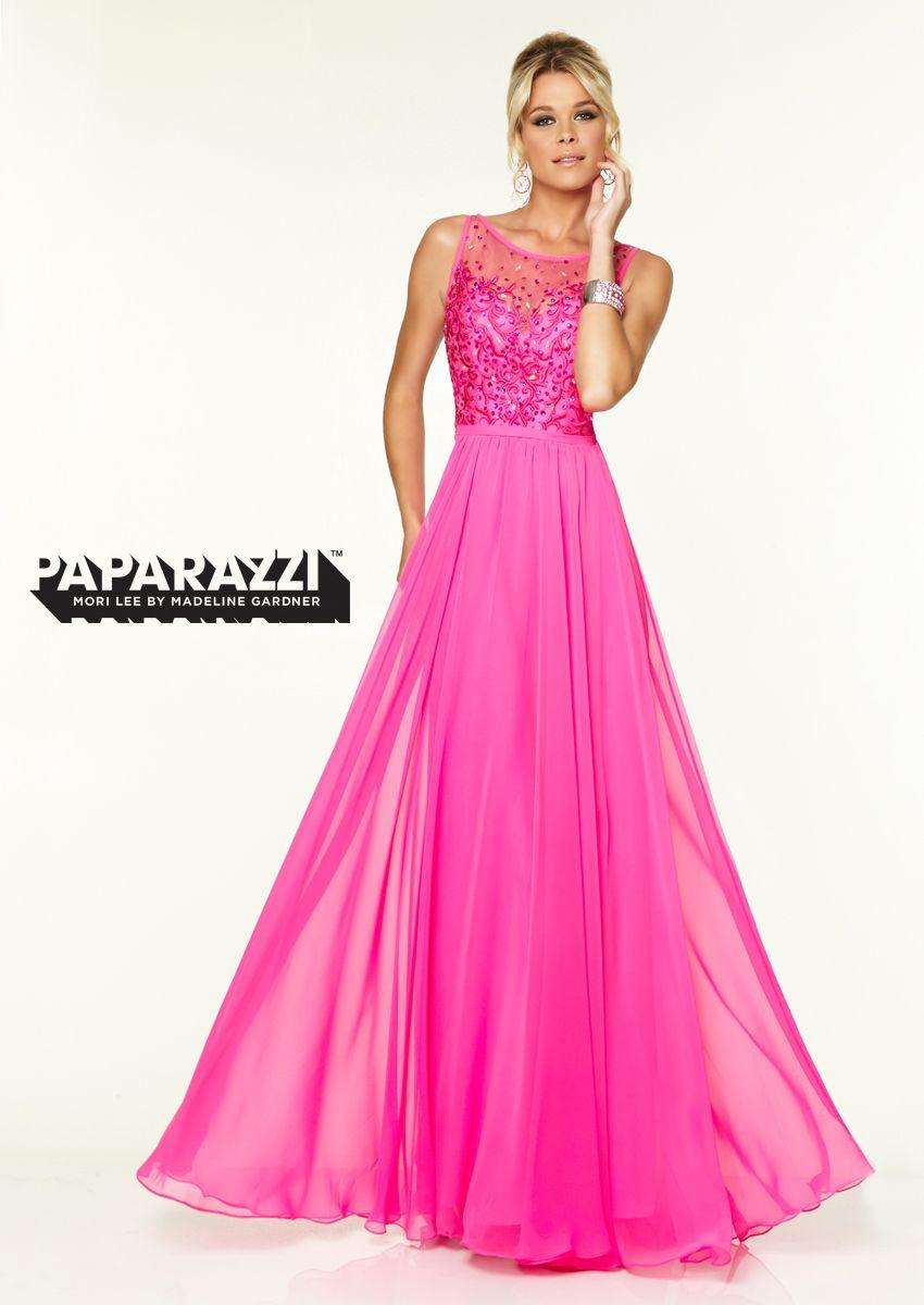 Todos querrán fotografiarse contigo con este volátil vestido ...