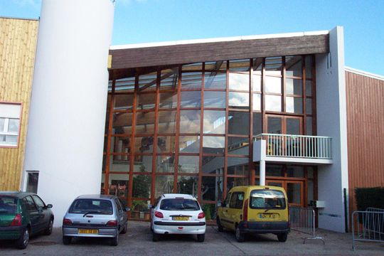 ecole m3e maison des 3 espaces saint fons architecture ecoles lyon pinterest lyon cole. Black Bedroom Furniture Sets. Home Design Ideas