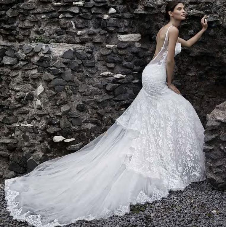 Abito da sposa a sirena scollato dietro – Abiti in pizzo 14d998655e6