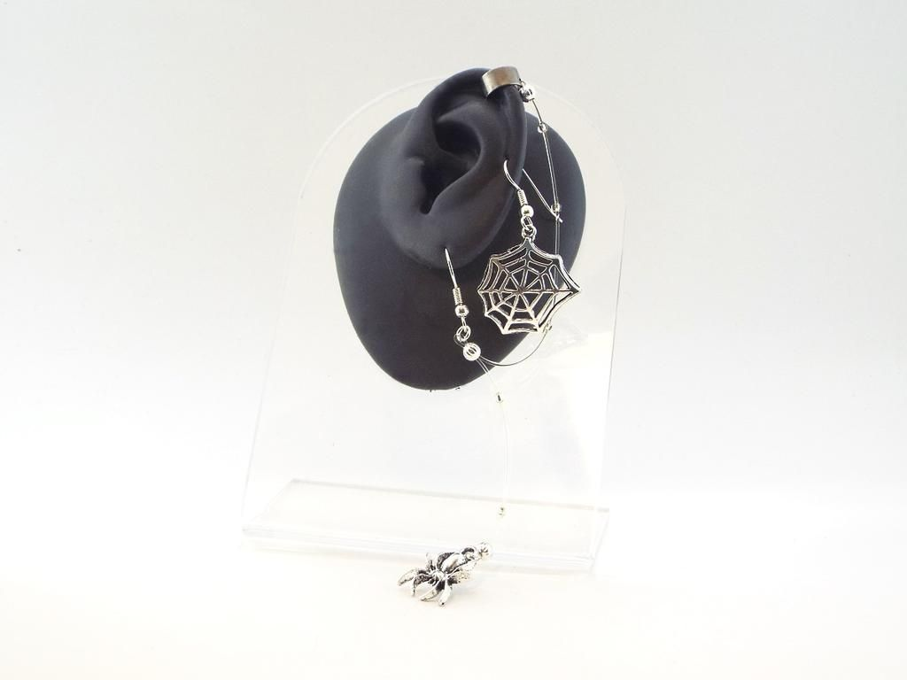 spider and web mismatched ear cuff & earring set $17