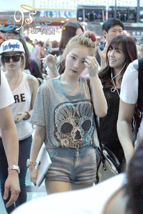 SNSD Taeyeon | Korean Stars / Airport Fashion / Casual Style / | Pinterest | Beautiful Posts ...