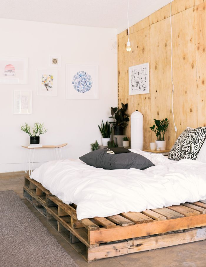 how to make a bed with pallets the answer in more than. Black Bedroom Furniture Sets. Home Design Ideas