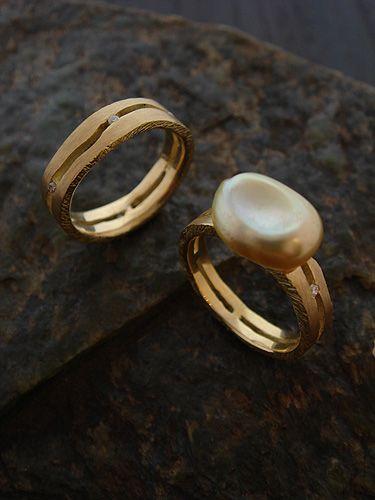 [Cliff : 002] Ring- K18YG/Diamond(left) K18YG/Diamond/Pearl(right)