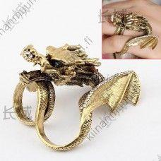 Näyttävä lohikäärme sormus