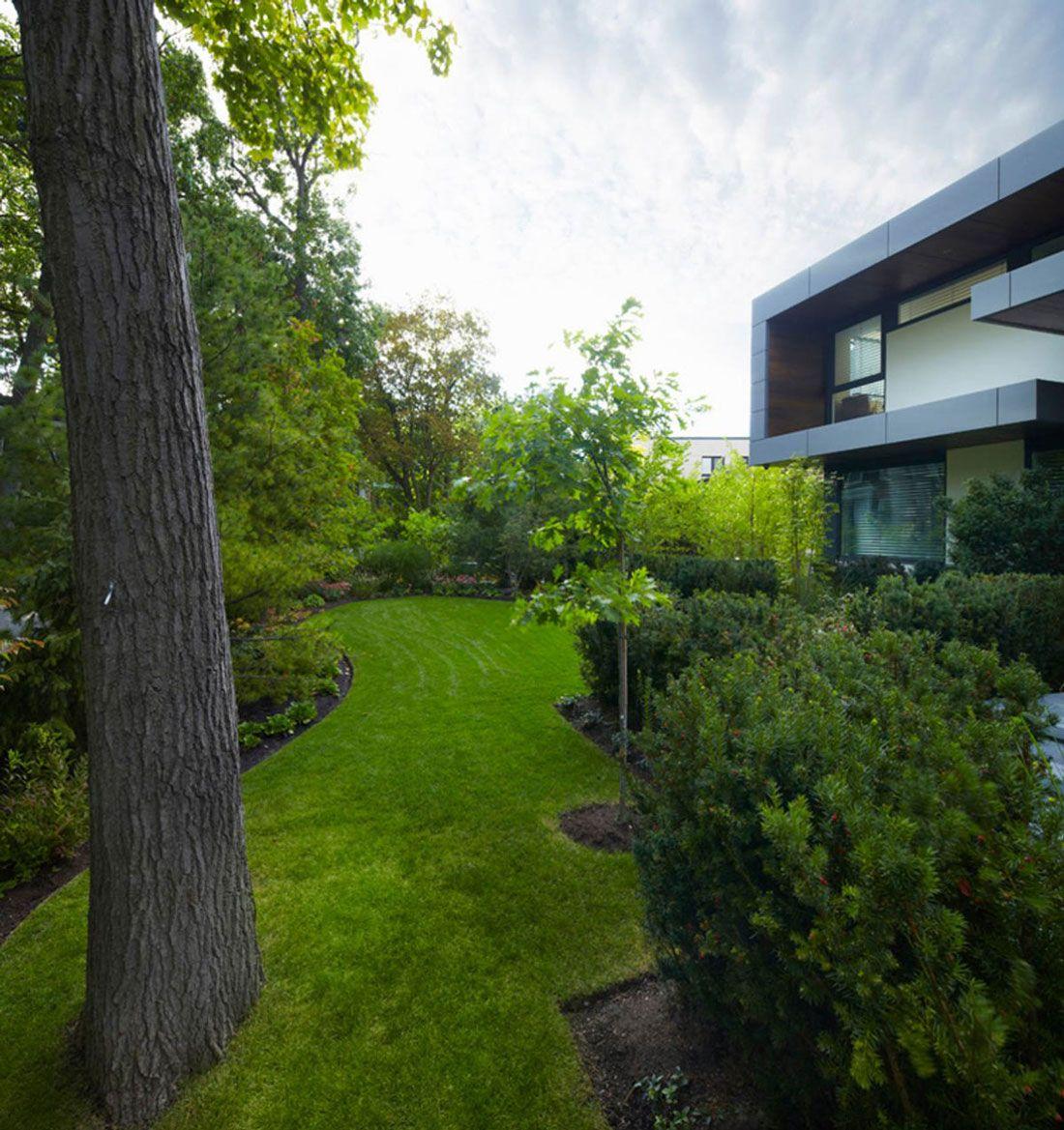 Lawn, Garden, Impressive Modern Home in Toronto, Canada | Landscape ...