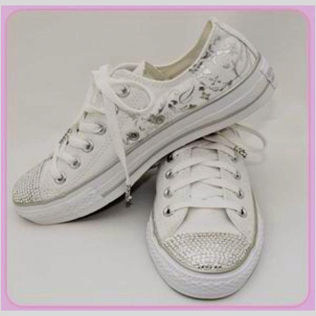 Chuck Taylor wedding shoes :-) YES PLEASE ALL THE BRIDAL PARTY AND ...
