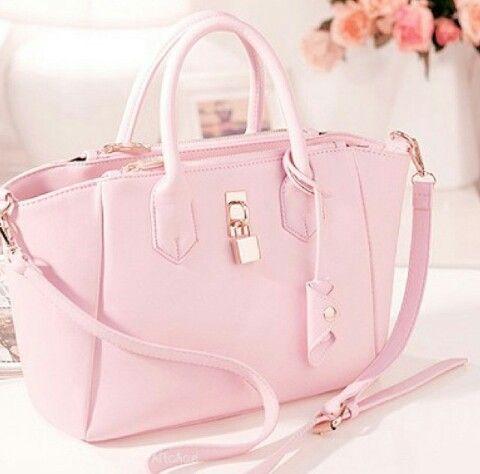 I really want this purse... soooo pink