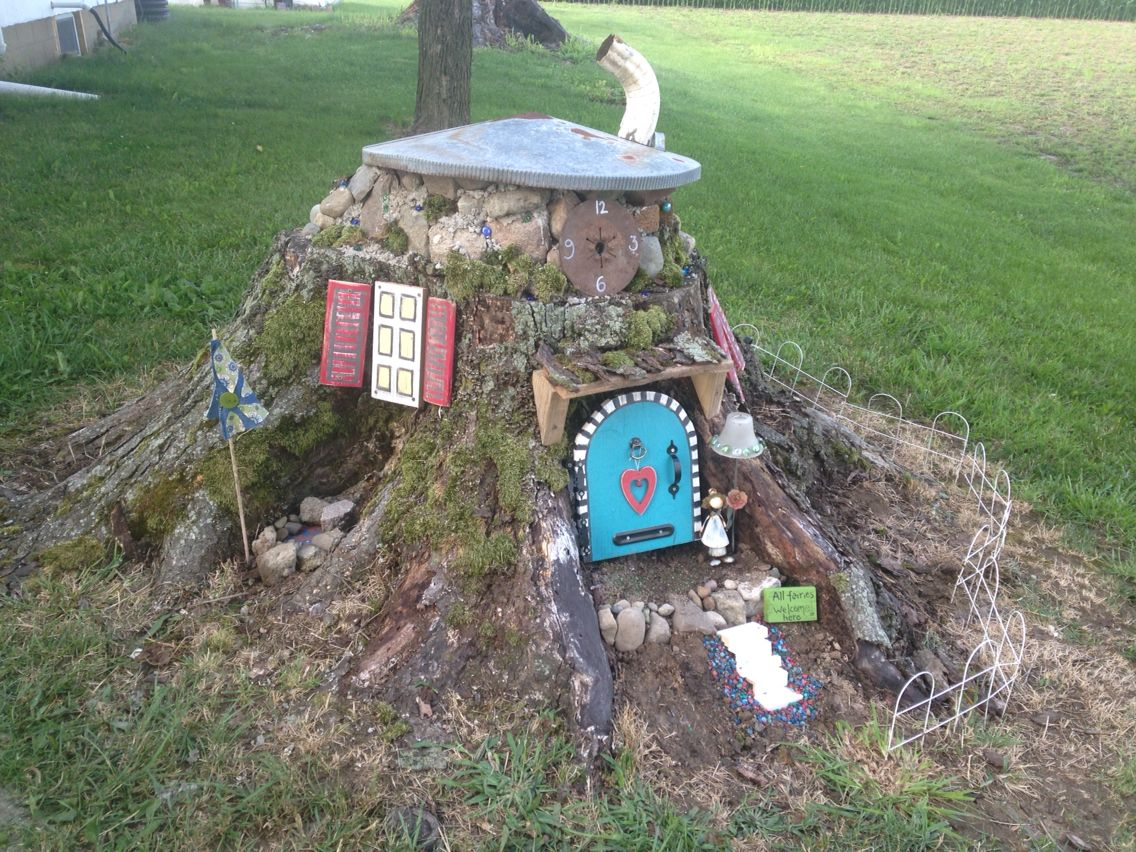 Tree stump fairy house - Fairy House From Tree Stump