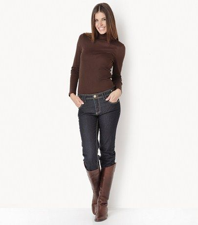 Jeans     DESCRIPTION    Five pocket elastic straight line jeans with decorative exterior seams and zipper on the back pockets.