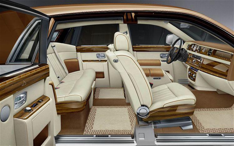 Rolls-Royce Phantom @ Top Speed