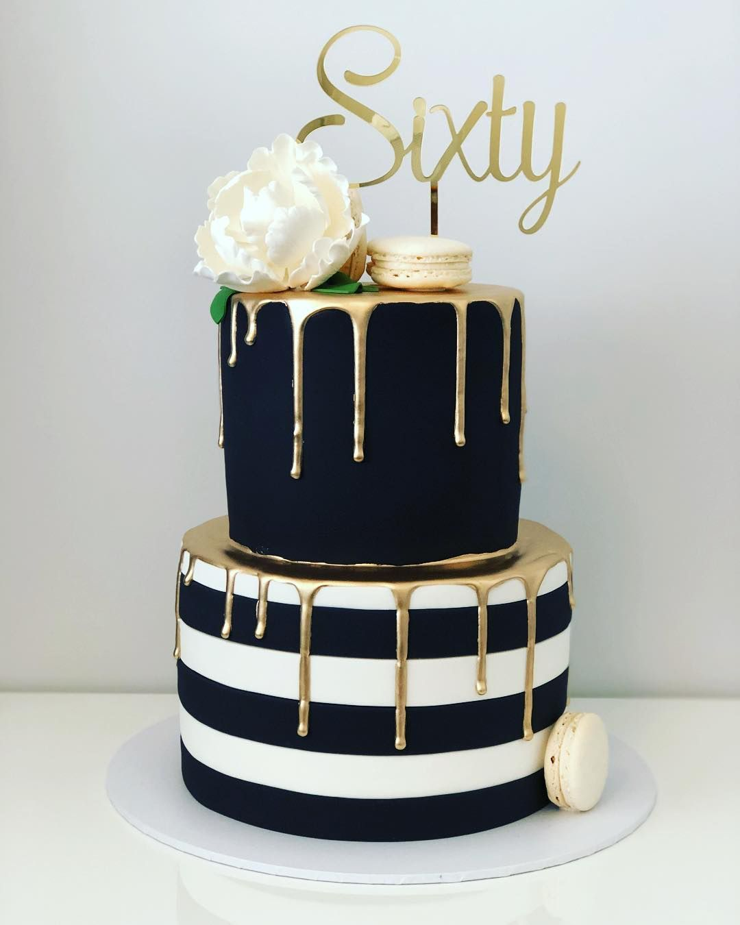Super Classy Gold Black And White On This Cake By