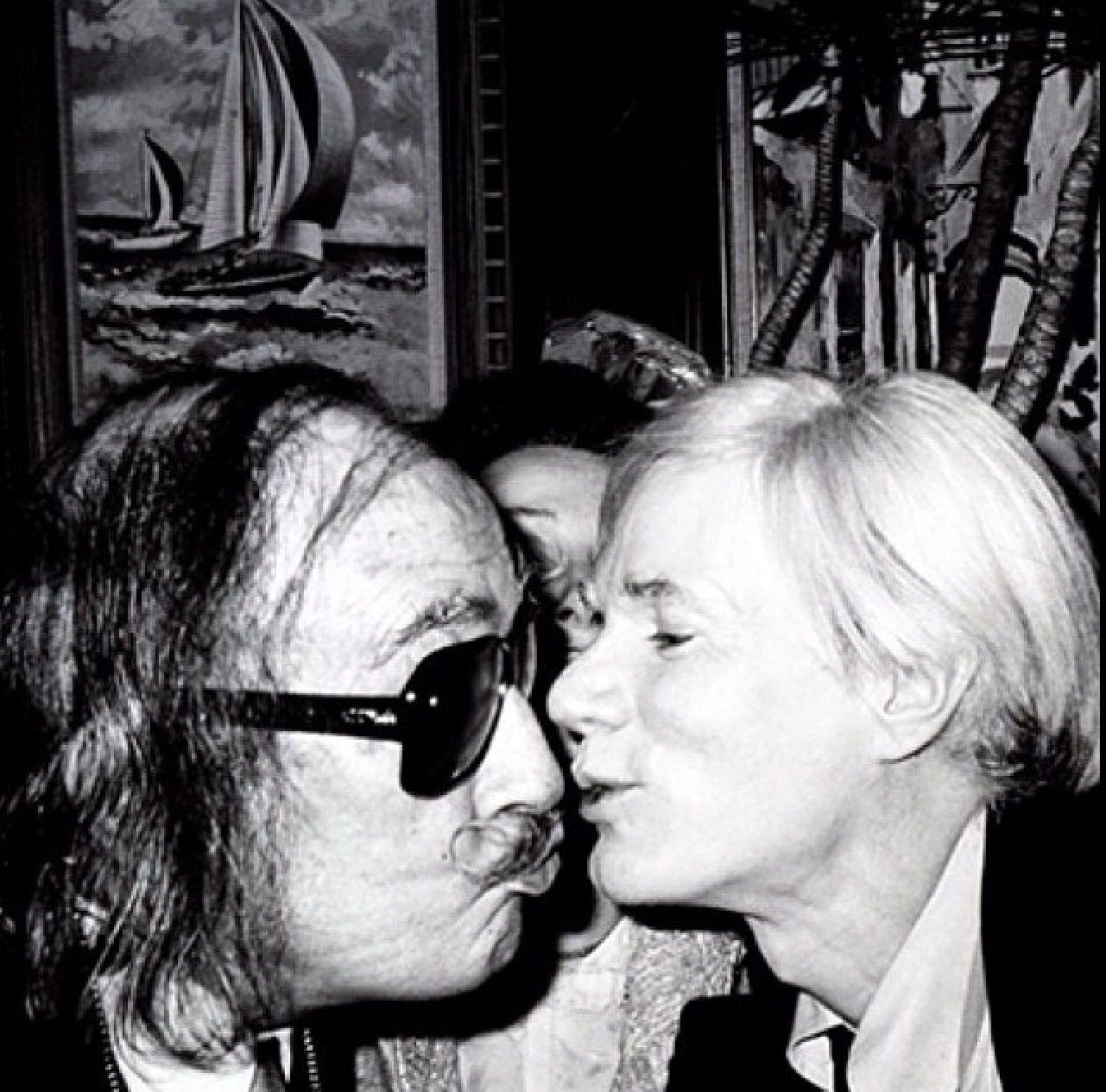 postcard andy warhol kissing salvador dali 1978 photo by christopher makos new