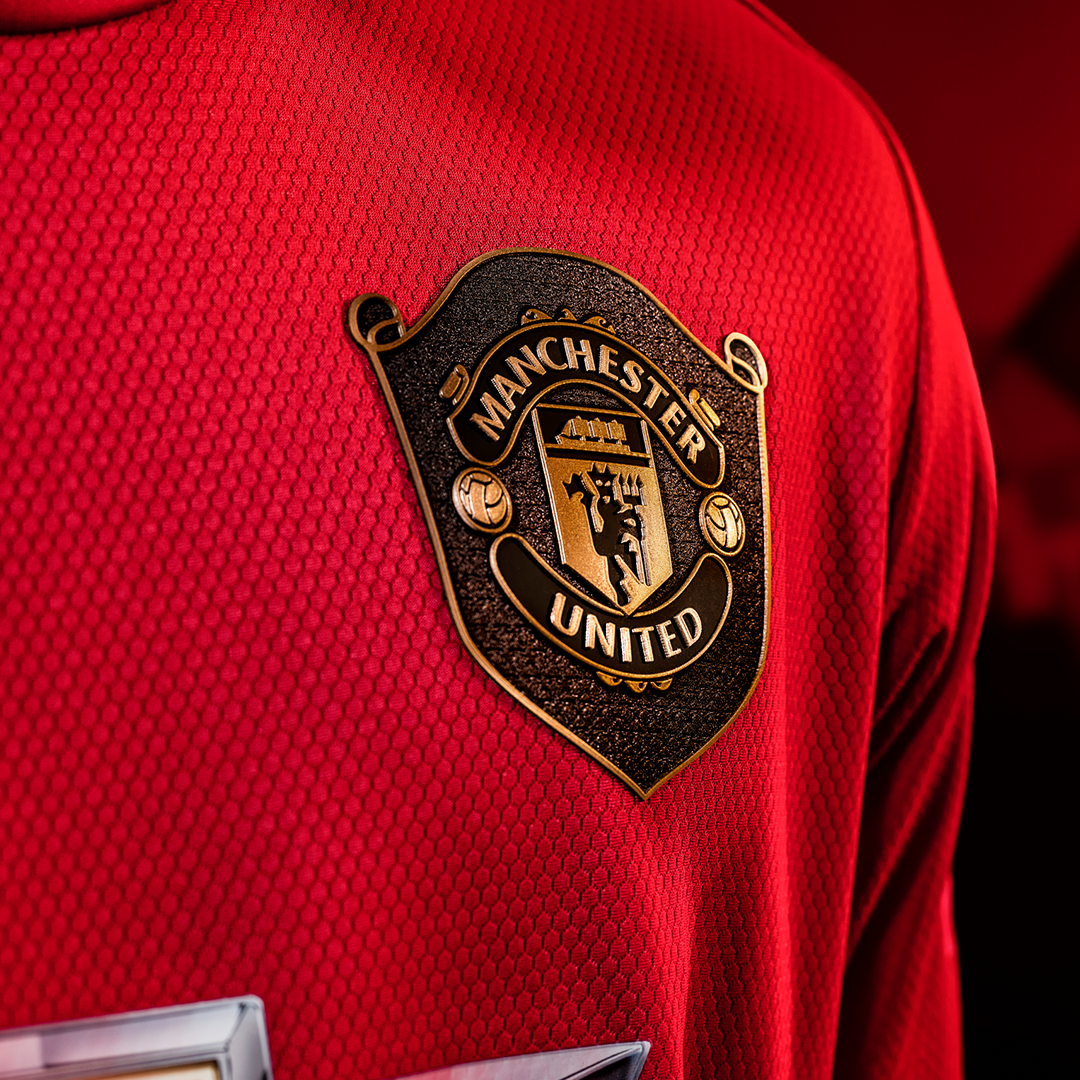 Commemorating A Unique Achievement Manchester United Home Kit Manchester United Football Manchester United Football Club