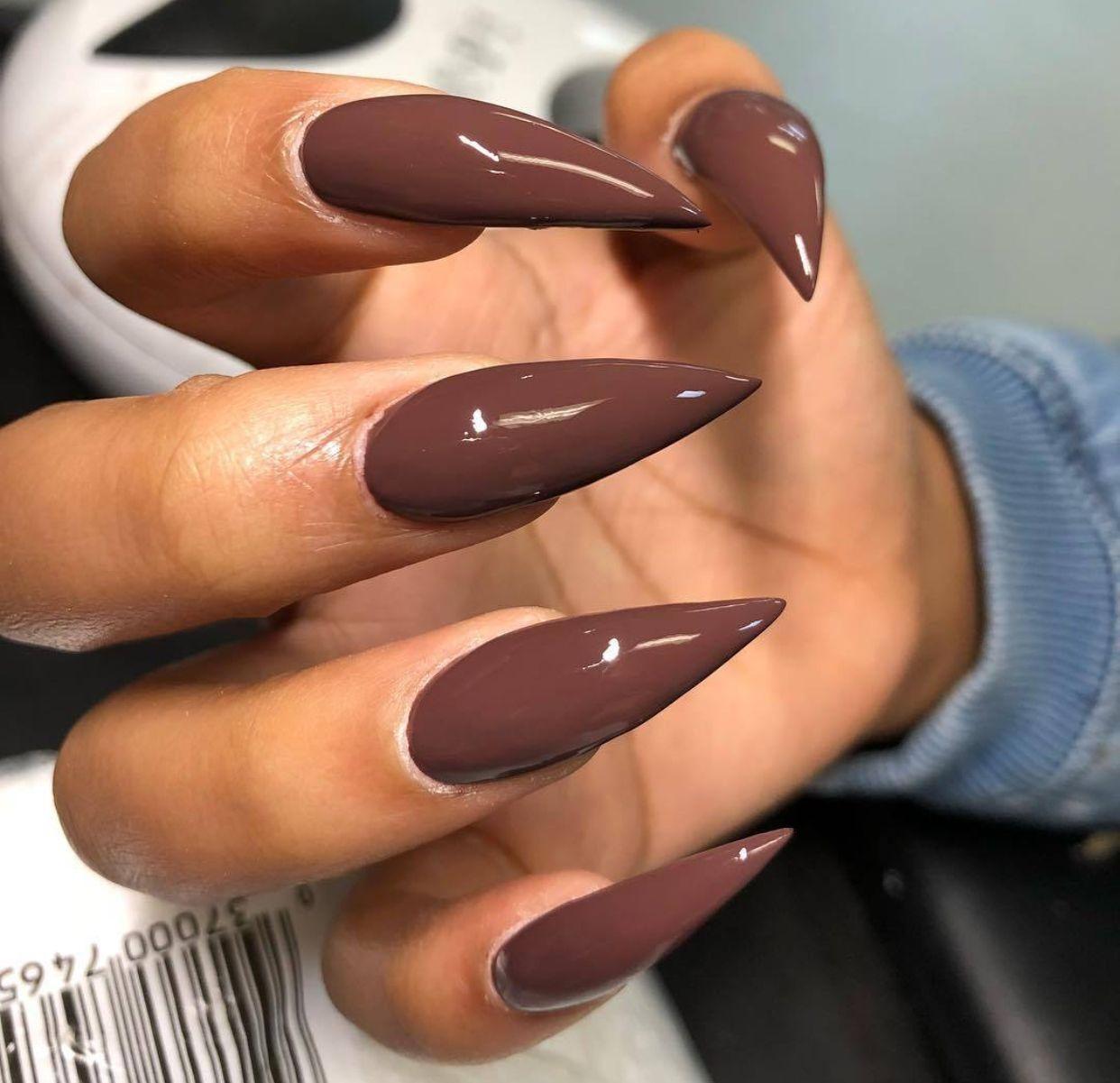 Фото миндальных коричневых ногтей