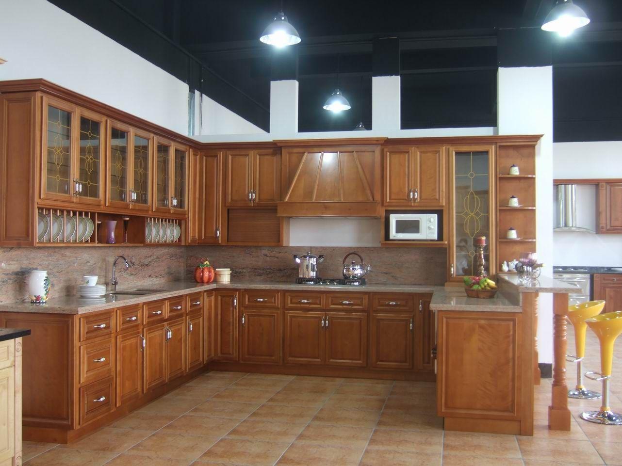 Muebles de cocina en madera por metro lineal cartago for Modelos cocinas integrales modernas