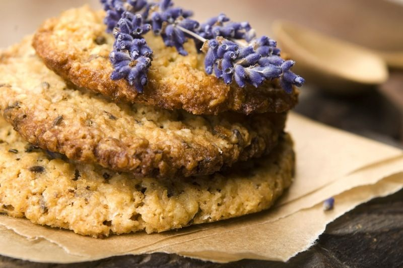 I #fiori di #lavanda sono un ingrediente perfetto per preparare dei deliziosi #biscotti... Scoprite qui la #ricetta -> http://www.saporie.com/it/doc-s-142-13806-1-biscotti_alla_lavanda.aspx