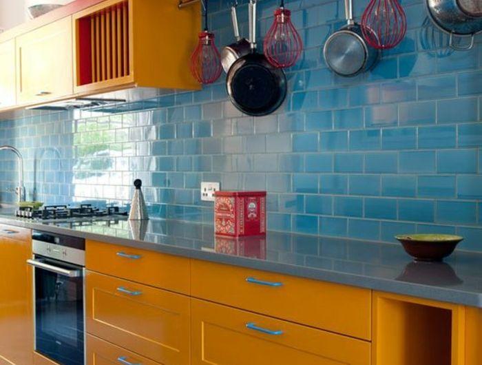 De Haute Qualite Repeindre Sa Cuisine, Repeindre Un Meuble, Mur En Faïence Bleu Turquoise,  étagère Rouge