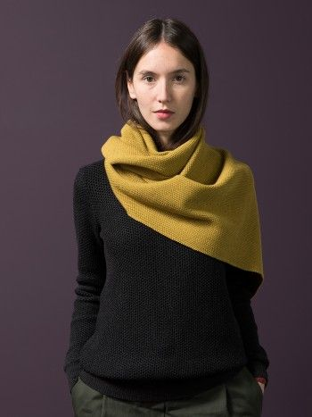 WOLFEN GERMANY. HOLLY / scarf. A nice warm scraf knitted from soft Merinowool.