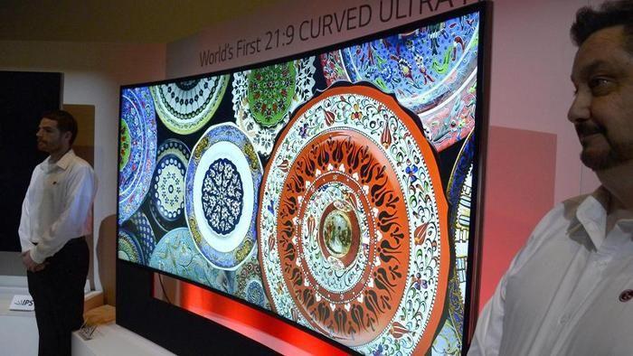 CES in Las Vegas: Bildschirme werden rund - Wohlfühl-Hightech - Technik-Reports bei HOTELIER TV: http://www.hoteliertv.net/high-life/ces-in-las-vegas-bildschirme-werden-rund/