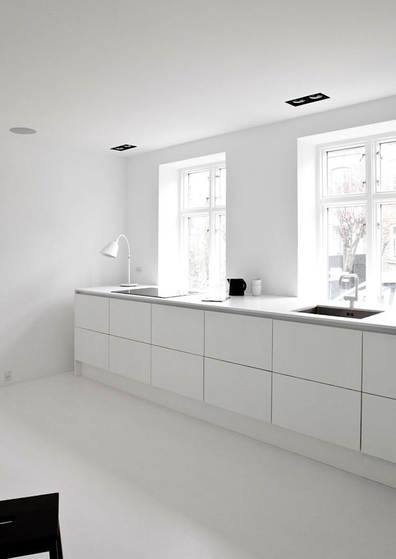 De Raam Of Het Raam Moderne Keuken Onder Raam Interior In 2019 White Home Decor
