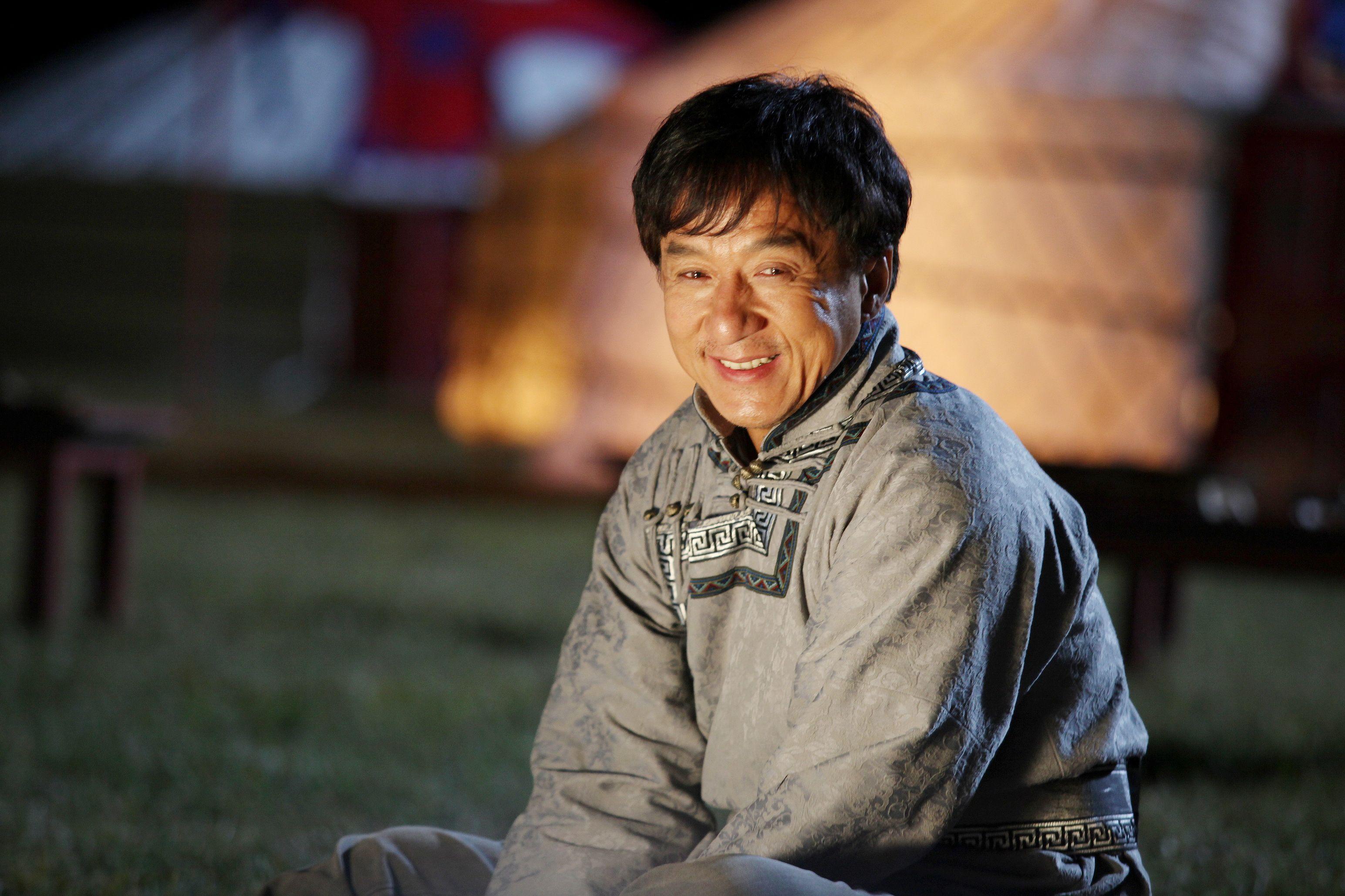 Jackie Chan est né le 7 avril 1954 à Victoria Peak dans lancienne colonie britannique de Hong Kong sous le nom de Chan Kongsang qui signifie né à Hong