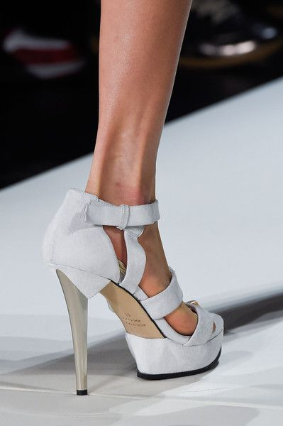 Hervé Léger by Max Azria at New York Spring 2016 (Details)