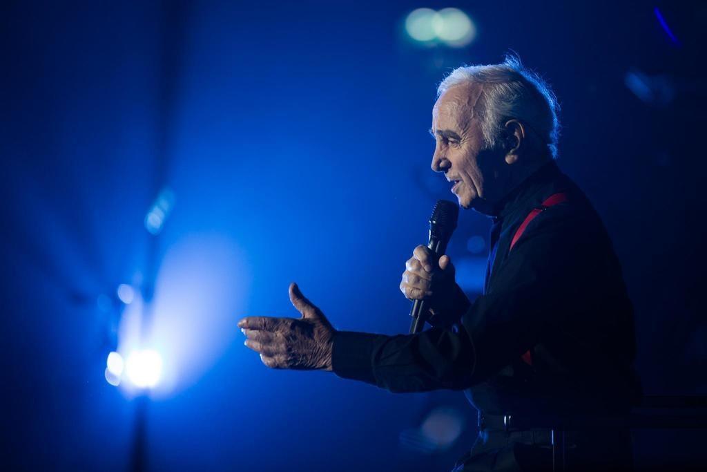 Charles Aznavour in concerto allArena di Verona: Il segreto di anni di carriera? Lone https://t.co/f6cGu22MwH https://t.co/8UlAIVuAhC