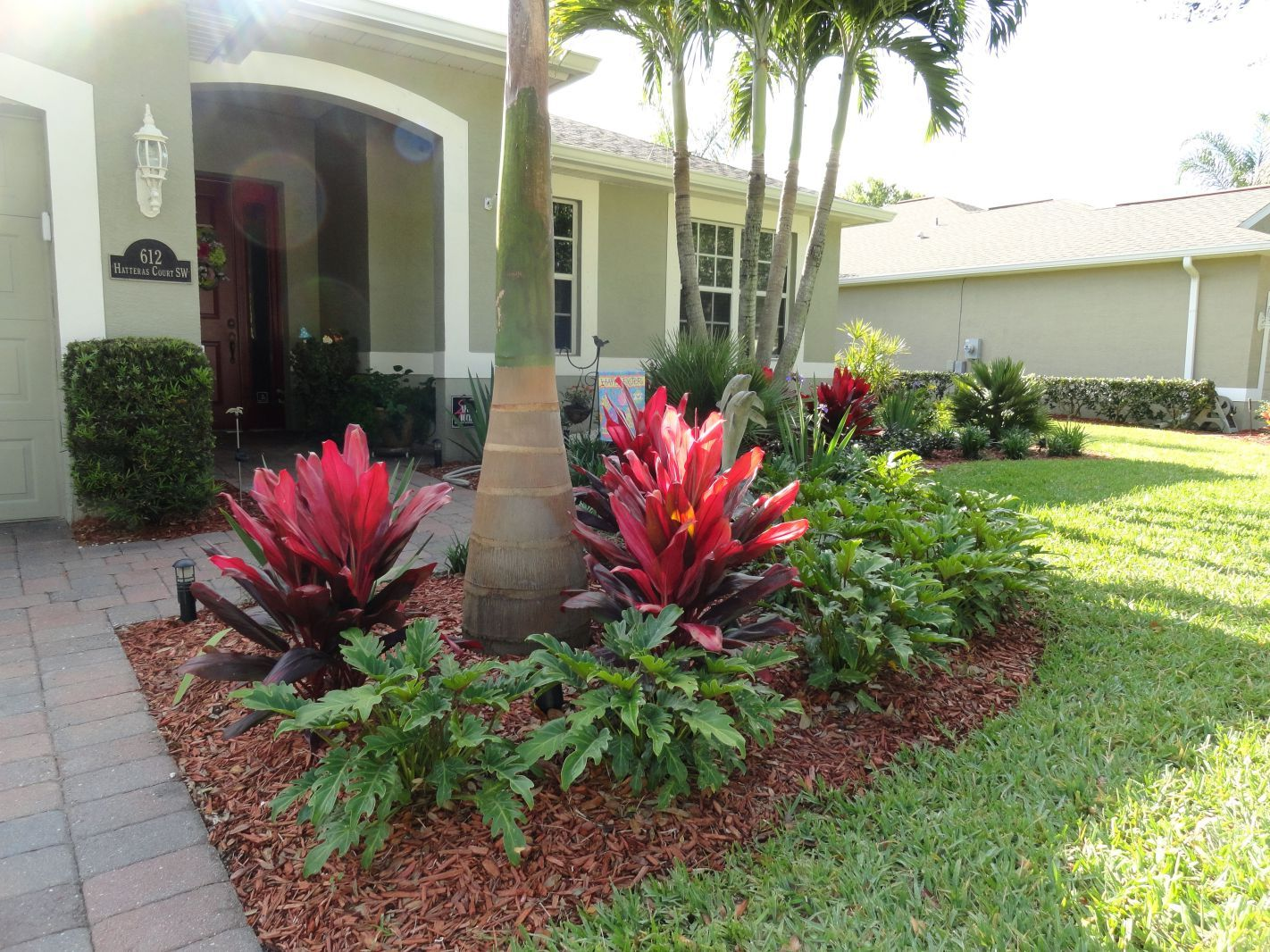 35+ beautiful tropical front yard landscape ideas to make your home