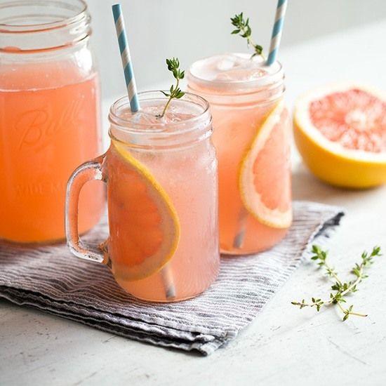 grapefruit rhabarber cocktail mit thymian getr nke pinterest thymian cocktails und getr nke. Black Bedroom Furniture Sets. Home Design Ideas