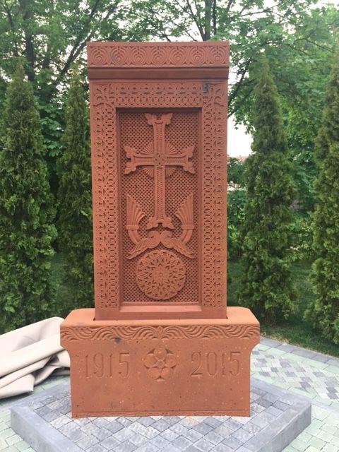 памятный знак Ужгород геноцид армян