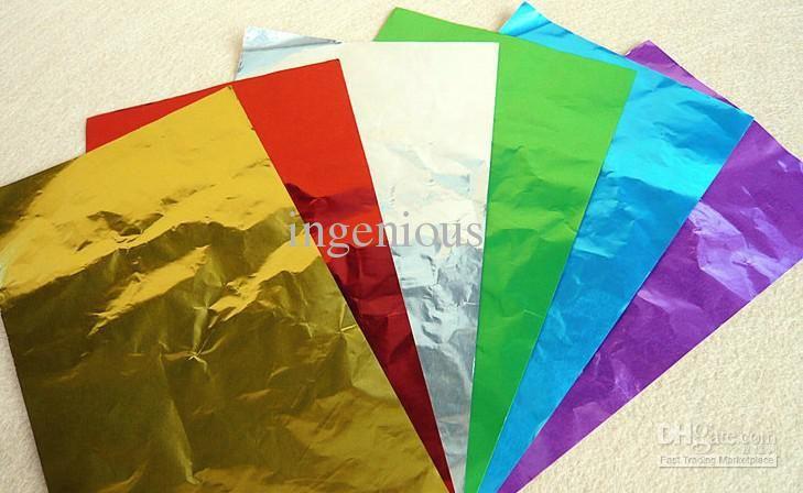 mobile de folhas de papel aluminio - cortadas em circulos