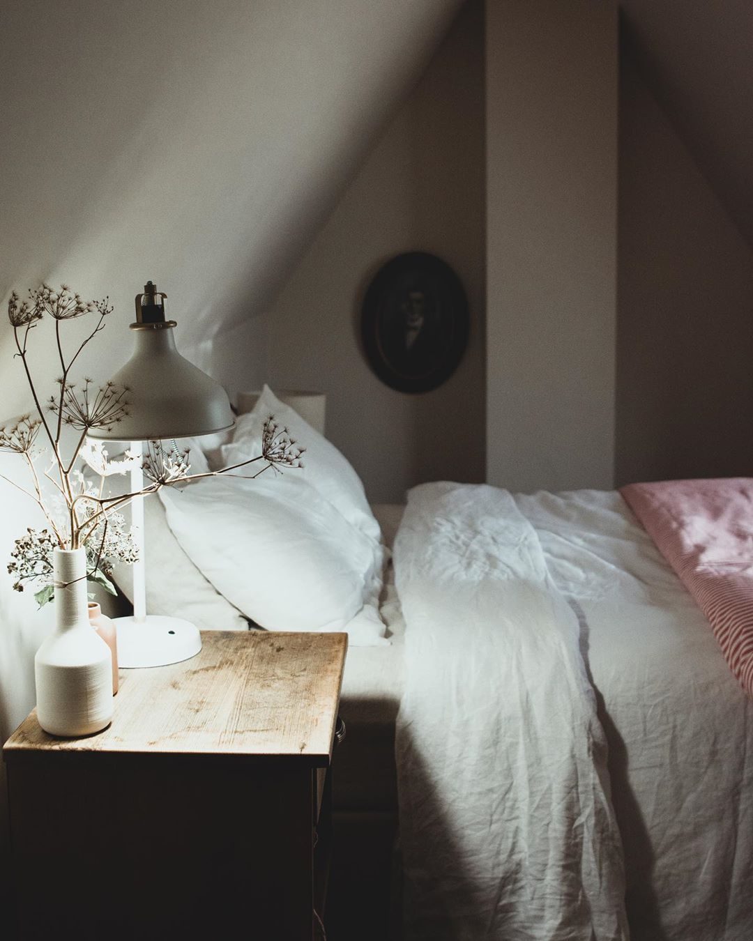 Captains Cottage On Instagram Sweet Sweet Dreams Wrapped In Linen Sheets Stars Flicker And The Moon Watches Until The Bea Idee Deco Deco Chambre A Coucher