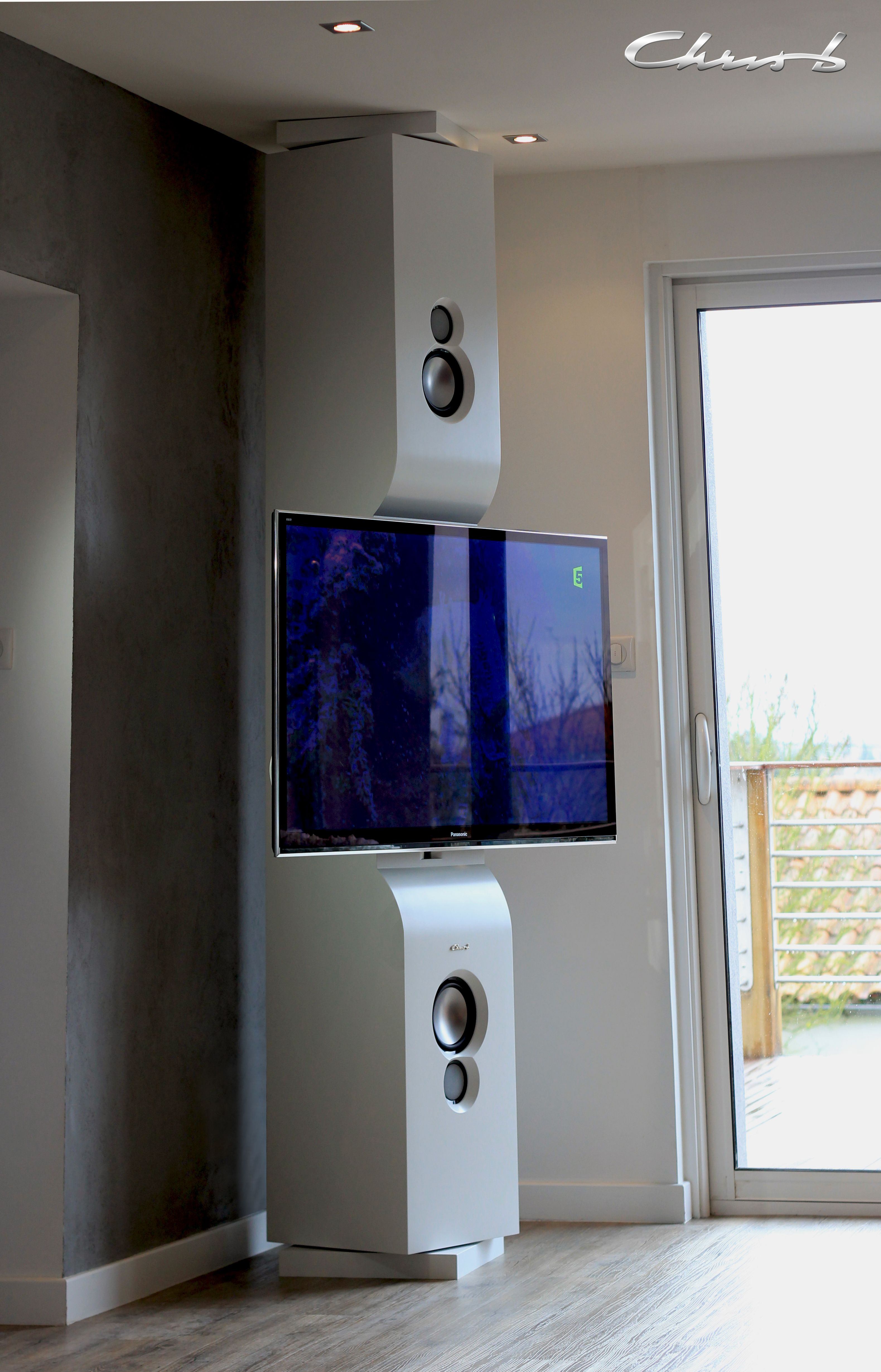 un meuble colonne sol plafond orientable pour accrocher son ecran plat au salon un sonorisation complet meuble colonne mobilier de salon idees pour la maison