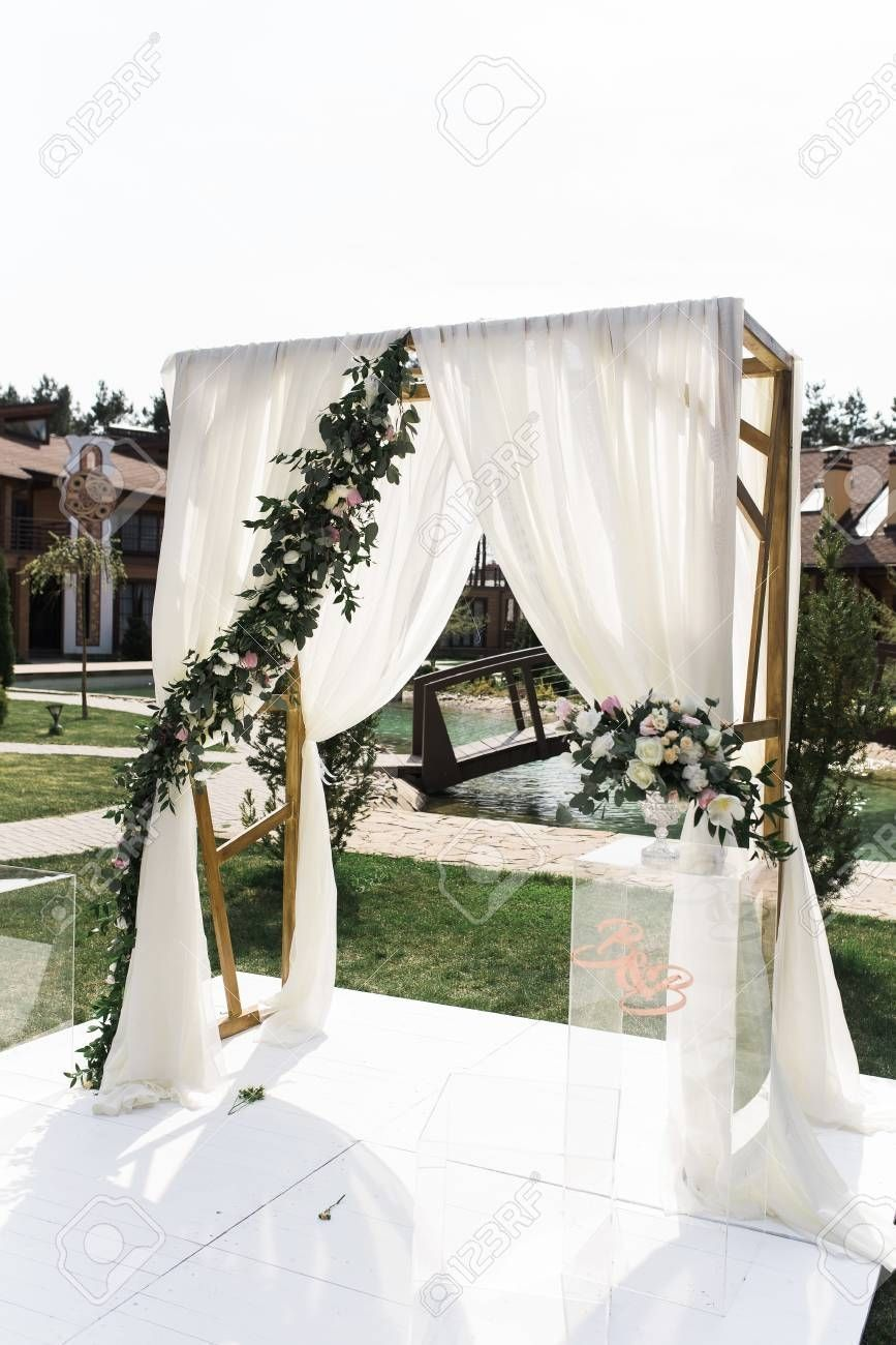 Beautiful Wedding Ceremony Outdoors Square Wedding Arch With Square Wedding Arch Arch Beautiful Cere In 2020 Wedding Arch Wedding Arches Outdoors Diy Wedding Arch