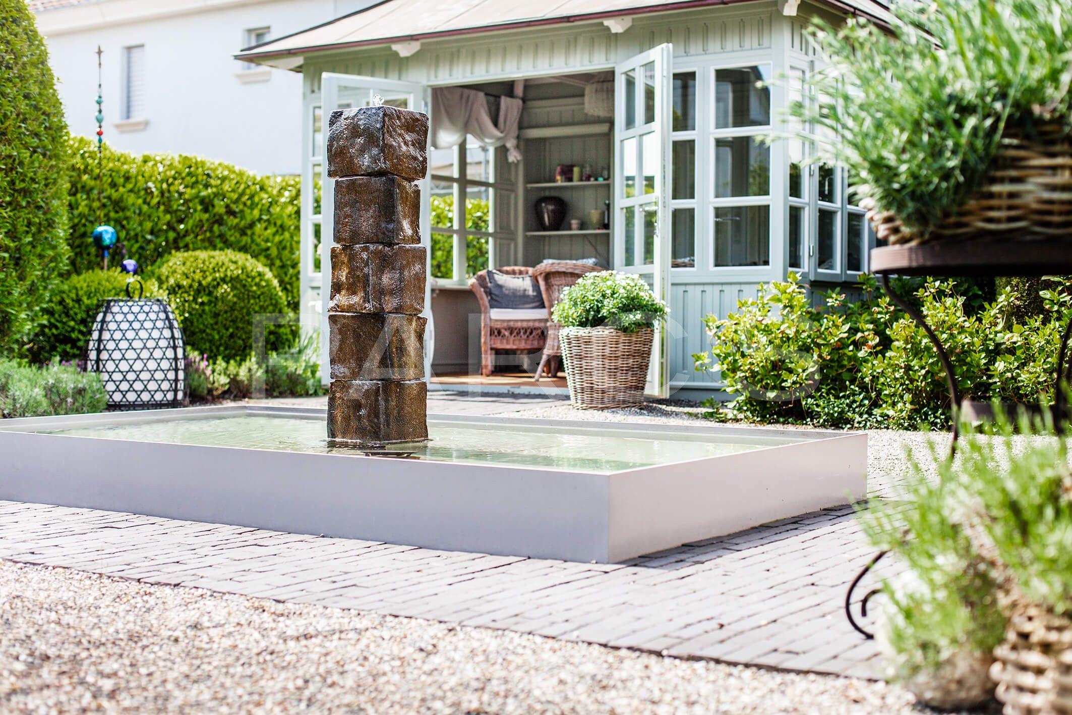 Belgisch Eglischer Gartenstil Gartengestaltung Brunnen Wasserspiel  Wasserspeier