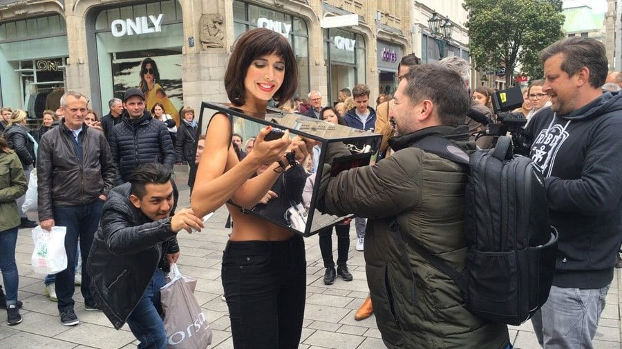 appareil photo reflex pour shooting photo nu belles femmes nues avec belles poitrines