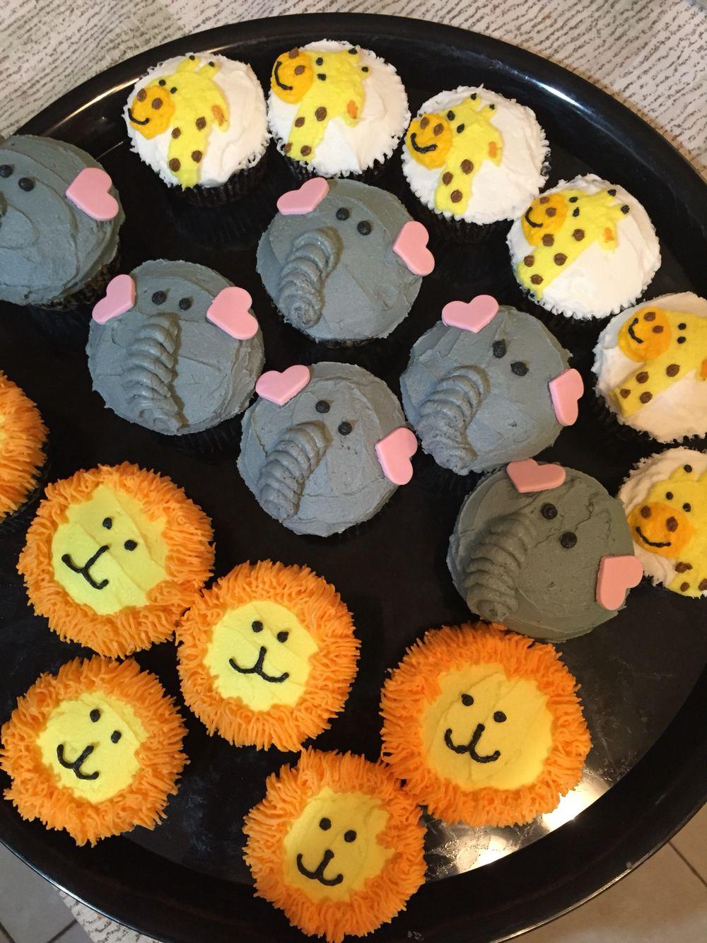 Jungle cupcakes  Jungle cupcakes, Jungle theme cupcakes, Cupcakes