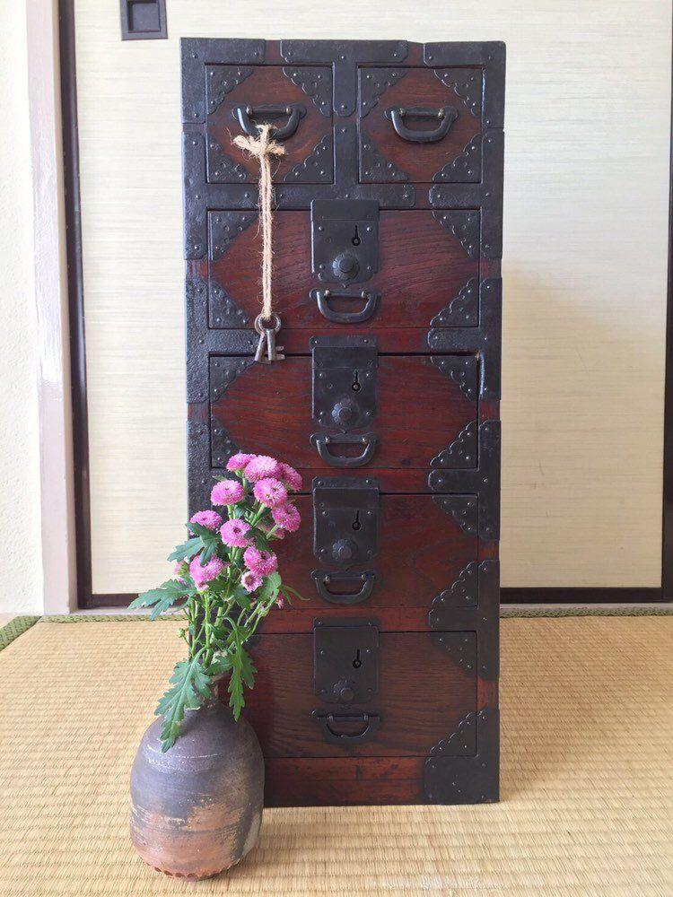 J Ai Le Plaisir De Vous Presenter Cet Article De Ma Boutique Etsy Japanese Antique Gyosho Tansu Peddl Mobilier De Salon Peindre Meuble Bois Meubles Japonais