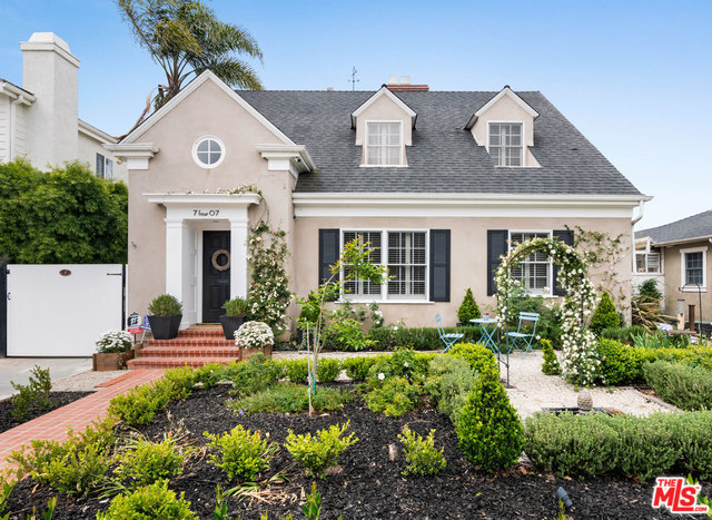 7407 Agnew Ave Los Angeles Ca 90045 3 Beds 2 Baths Country Style Architecture French Country Style French Property