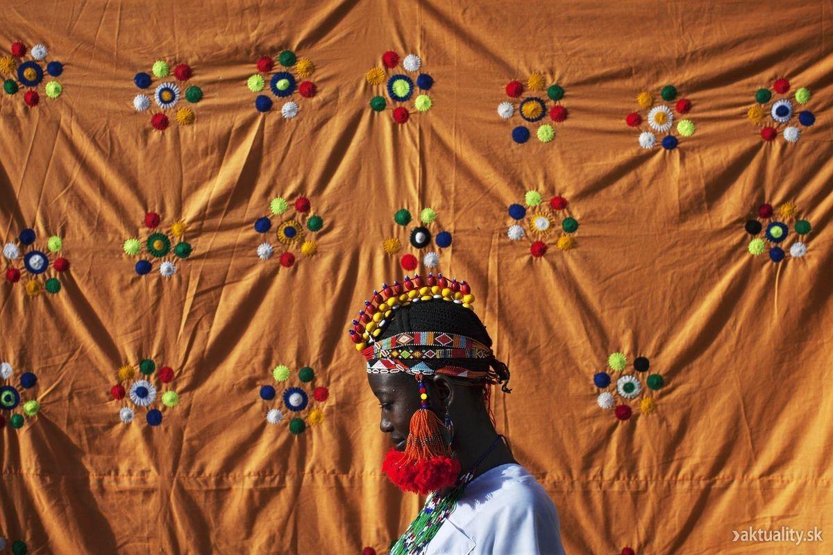 Tradičná čelenka na hlave malijskej ženy