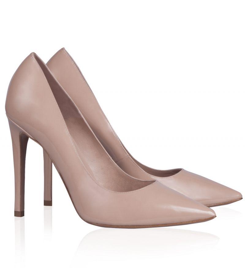 40941758f13 Pura Lopez Danella- Zapatos de salón de Pura López con punta fina y tacón  alto. Realizados en charol nude.