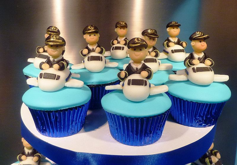 Singapore Airlines Cupcakes In 2020 Cupcakes Birthday Singapore