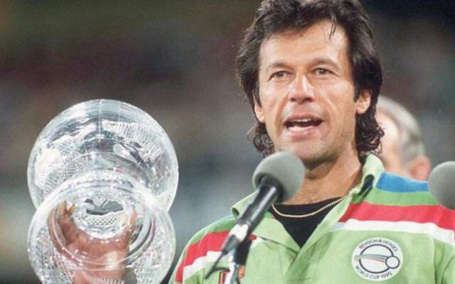 Imran Khan Speaking After Winning The World Cup Trophy In 1992 Cricket World Cup World Cup Teams World Cup Final