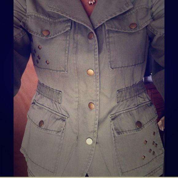 💋NWT Olive Green Studded Coat Size medium. Front pockets Jackets & Coats