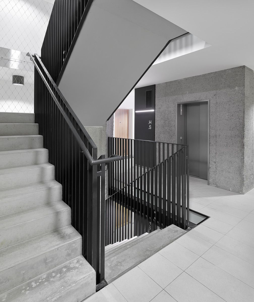 142 Radlická | pha | Apartment entrance, Stair handrail ...