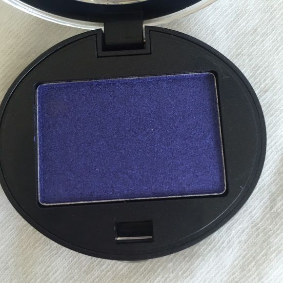 """Urban decay deluxe eyeshadow Urban decay deluxe eyeshadow in """"ransom"""". Brand new, never used or swatched. Comes with original packaging. FINAL PRICE. Will discount bundled items. FREE eyeshadow gift with purchase ❤️ Urban Decay Makeup Eyeshadow"""