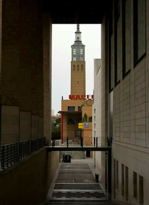 Vistas de la torre de la Cámara de Comercio Zaragoza.