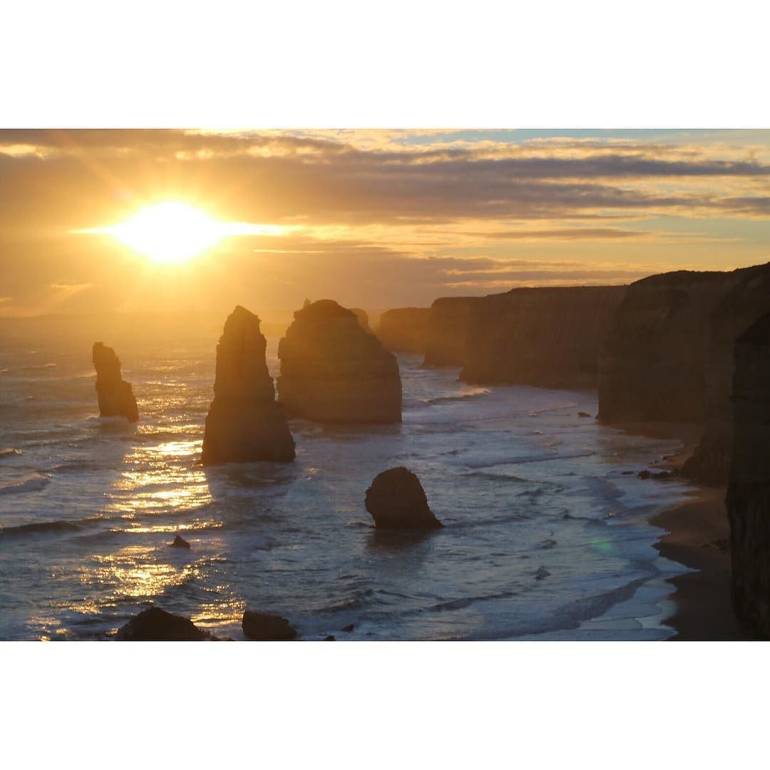 Sunset at 12 apostles in great ocean road.  グレートオーシャンロードミスチル  #sunset#greatoceanroad#vic#view#australia#beautiful#spectacular#beach#nature#wave#tour#landscape#2016 by aki001