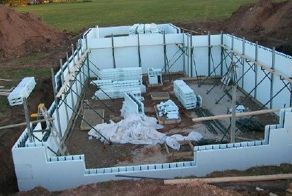 Icf Walls Being Set Up Insulated Concrete Forms Icf