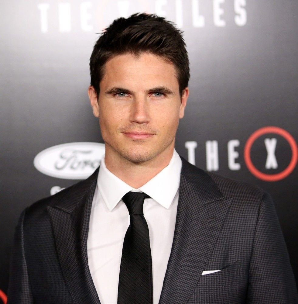 Photo of Robbie Amell – Robbie Amell – #amell #DanielRadcliffe #NicoTortorella #robbie …